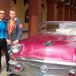 På vej til gadeshows på Cuba.