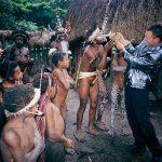 Trylleshow hos verdens sidste rester af nulevende kannibaler. Irian jaya, Indonesien.