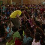 Show for 600 unge mennesker på børnehjem i Honduras.