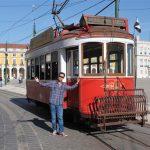 """""""Der kommer altid en sporvogn og en tryllemand til"""" - Lissabon, Portugal."""