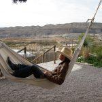 Livet som cowboy er herligt. Efter en hård dag i sadlen kan man slappe af i hængekøjen. Her på grænsen mellem Texas og Mexico.